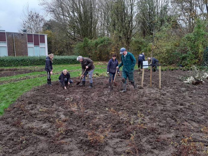 Vrijwilligers aan de slag in de nactartuin